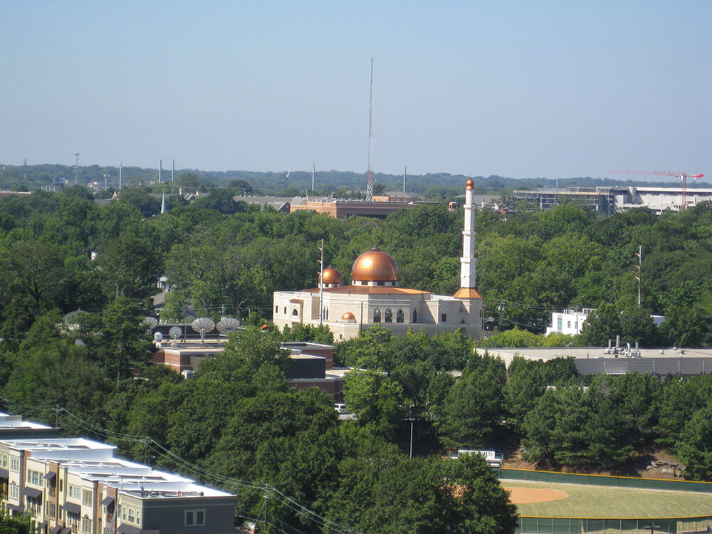 Al-Farooq Masjid Mosque, Atlanta, Georgia, July 4, 2009. Photograph by Flickr user Chris Yunker. Creative Commons license CC BY-SA 2.0.